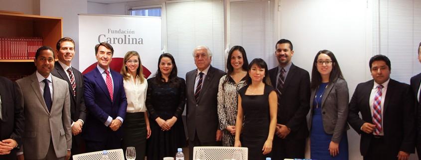 Los 10 líderes hispanos con Jesús Andreu, director de la Fundación Carolina